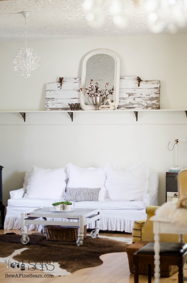 farmhouse appeal in the living room with florals of cotton and babys tears