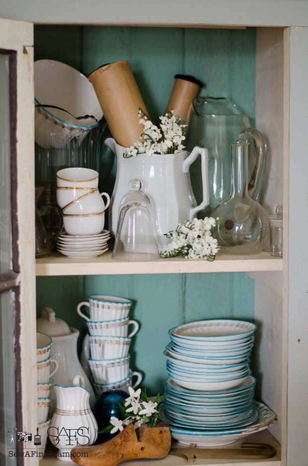 spring farmhouse decor detail