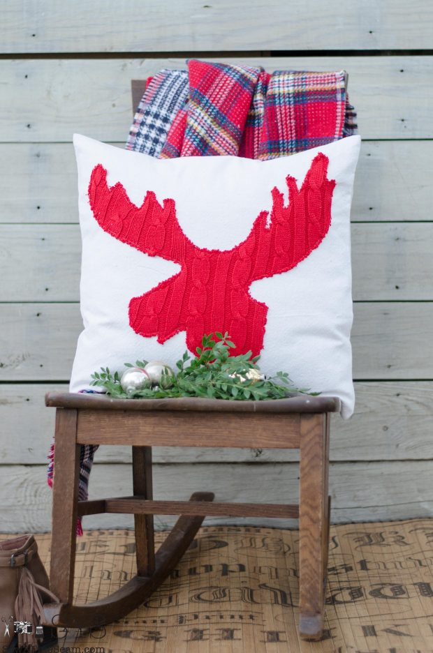 red-sweater-moose-head-christmas-pillows-2016