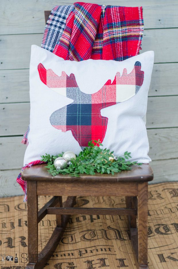 red-white-and-blue-plaid-moose-head-christmas-pillows-2016