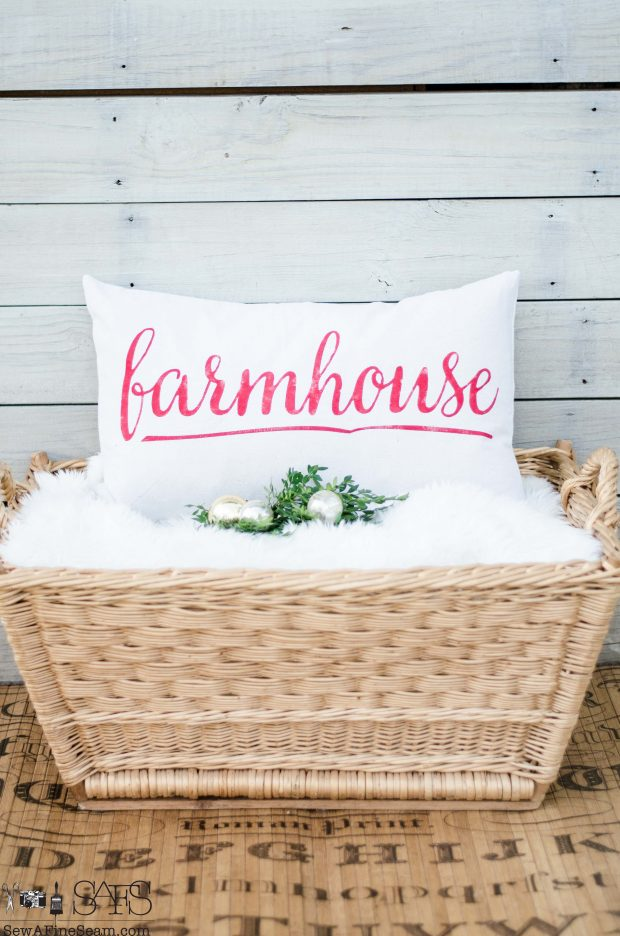 script-farmhouse-christmas-pillows-2016
