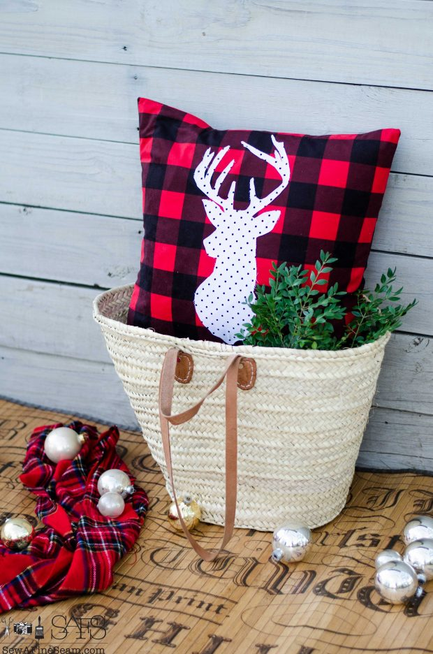 white-with-black-dots-deer-head-on-red-plaid-christmas-pillows-2016