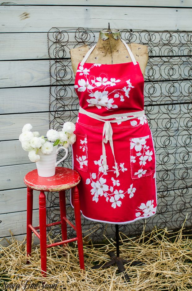 aprons-made-from-vintage-tableACcloths-17