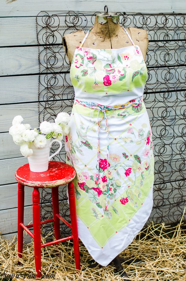 aprons-made-from-vintage-tablecloths-23