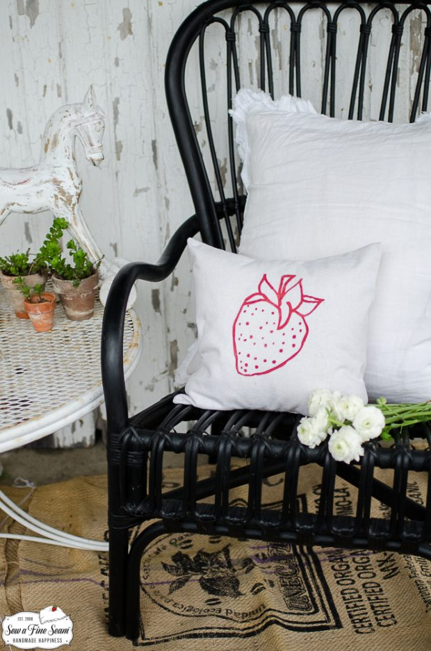 art-graphics-small-pillow-designs-strawberrylogo