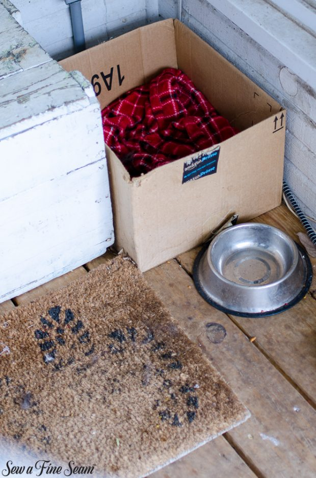 burlap-coffee-sacks-repurposed-cat-bed-and-rug-4