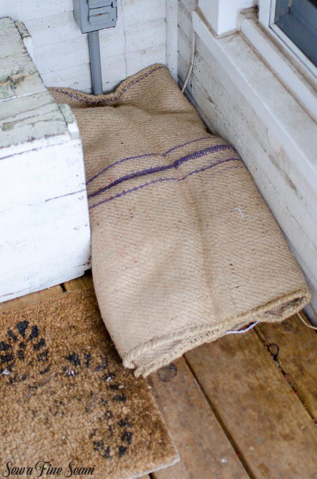 burlap-coffee-sacks-repurposed-cat-bed-and-rug-5