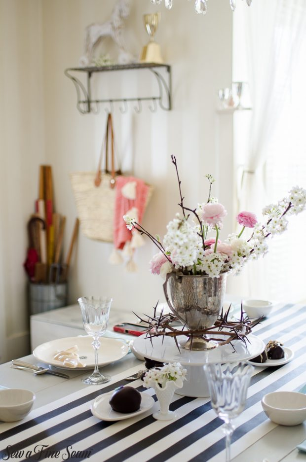 easter-tablescape-with-flowers-and-chocolates-27