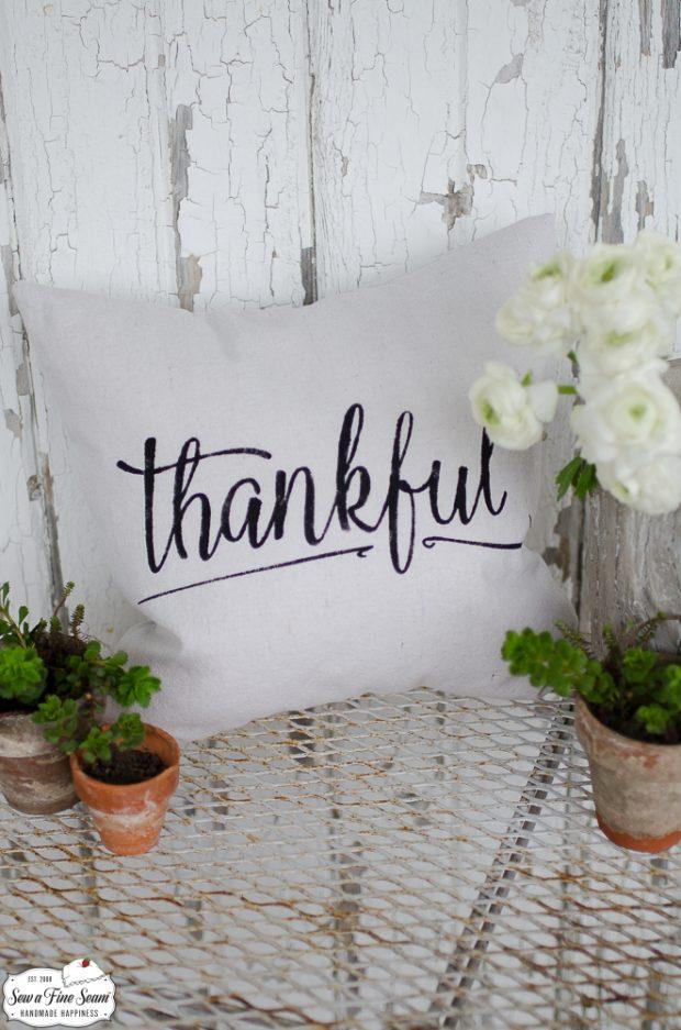word-art-small-pillow-desigs-thankful