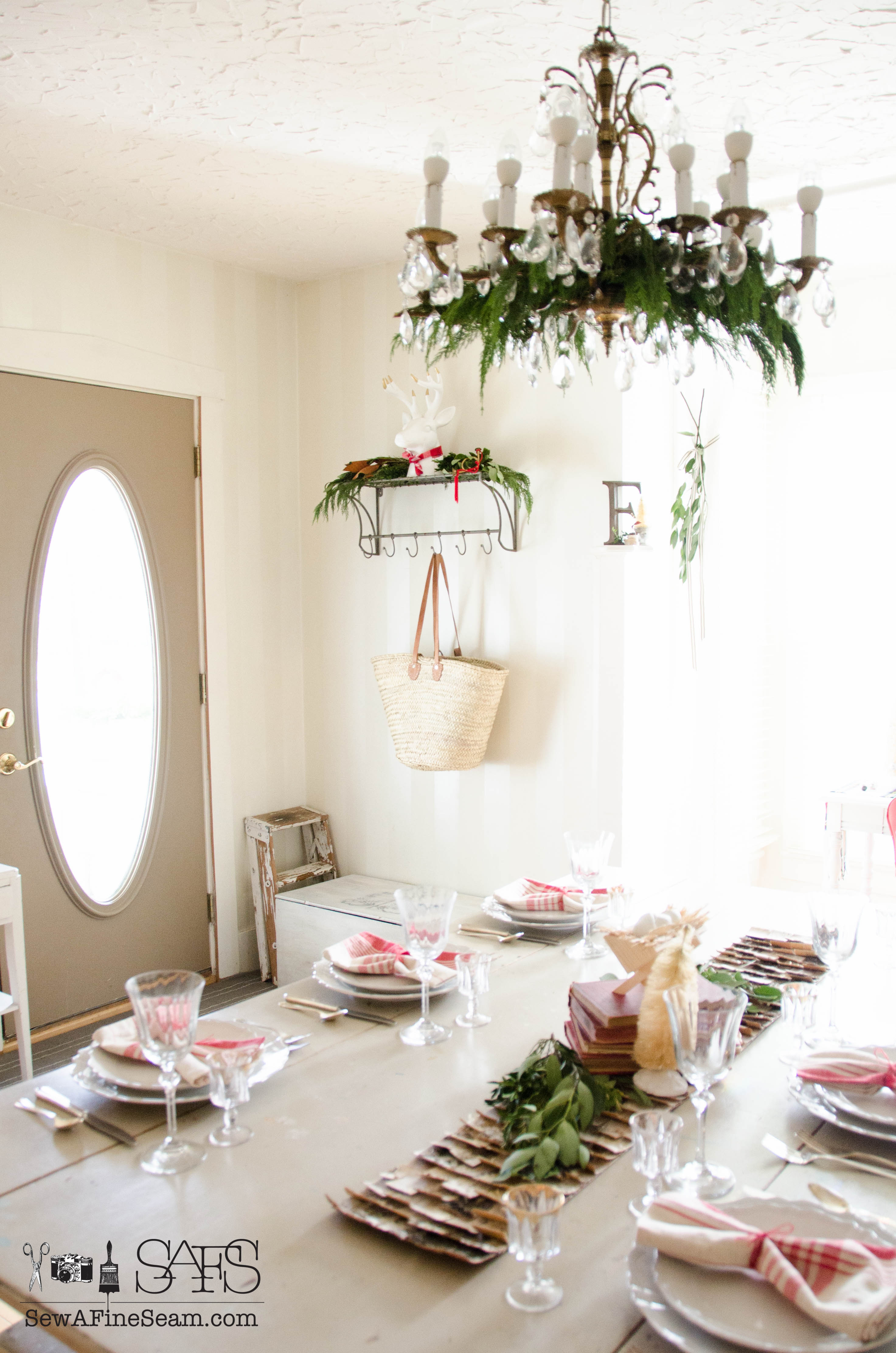 dining room decked out for christmas sew a fine seam dining room all set and pretty for christmas