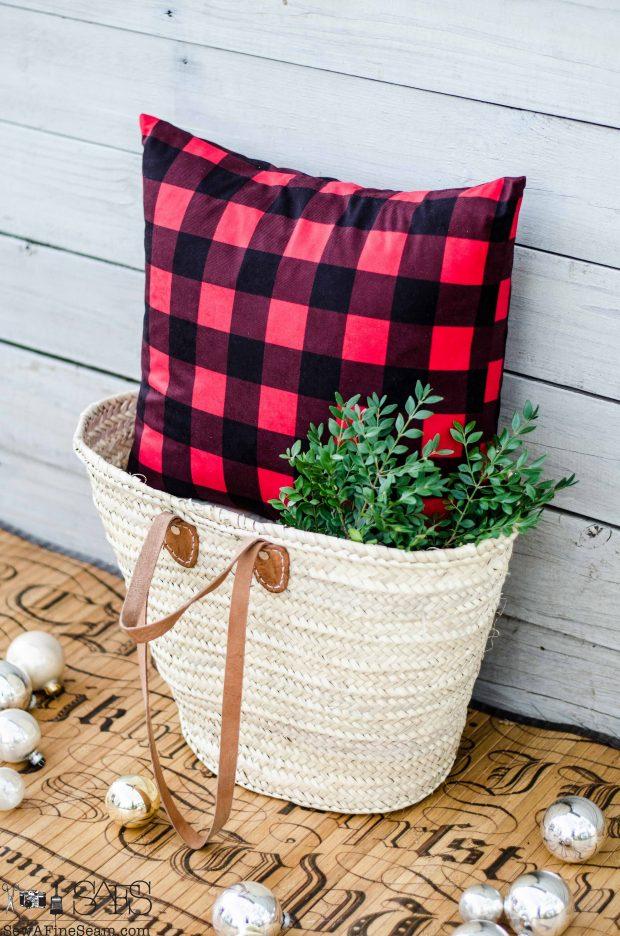 buffalo-plaid-plain-christmas-pillows-2016