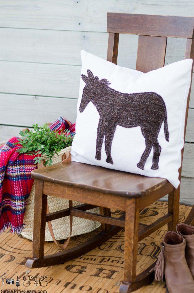 donkey-christmas-pillows-2016