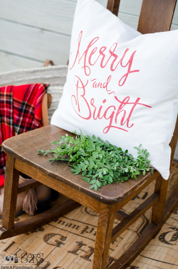merry-and-bright-christmas-pillows-2016