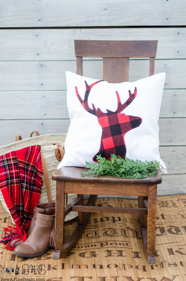 red-and-black-deer-head-christmas-pillows-2016