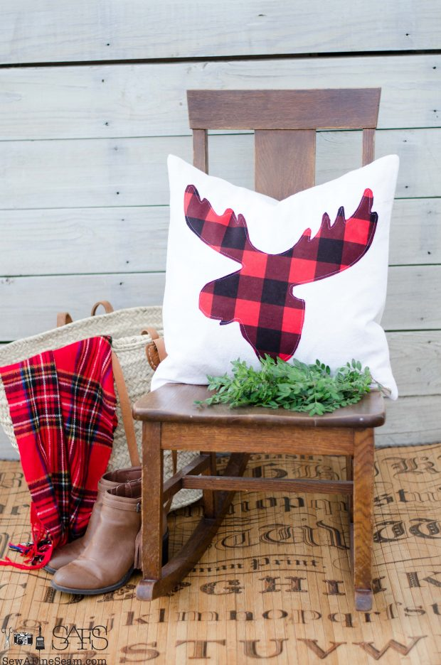 red-plaid-moose-head-christmas-pillows-2016