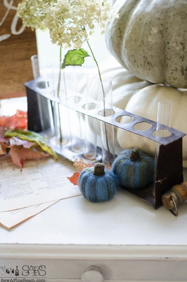 thanksgiving-vignette-blue-wool-pumpkins