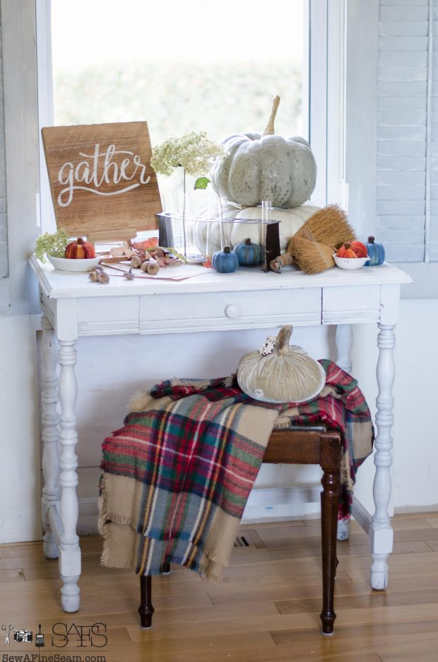 thanksgiving-vignette-plaid-and-pumpkins