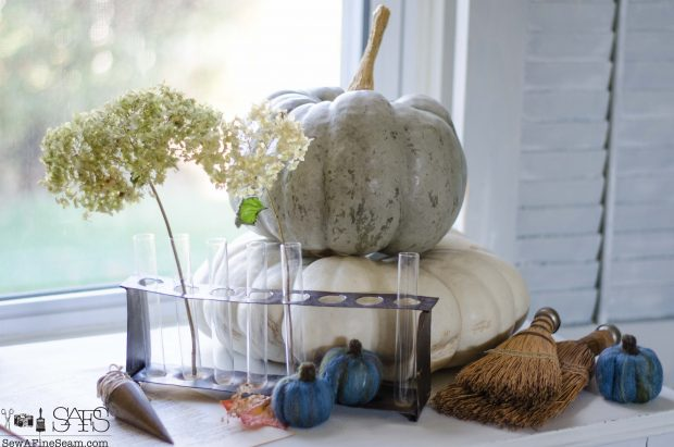 thanksgiving-vignette-pumpkins-both-real-and-faux