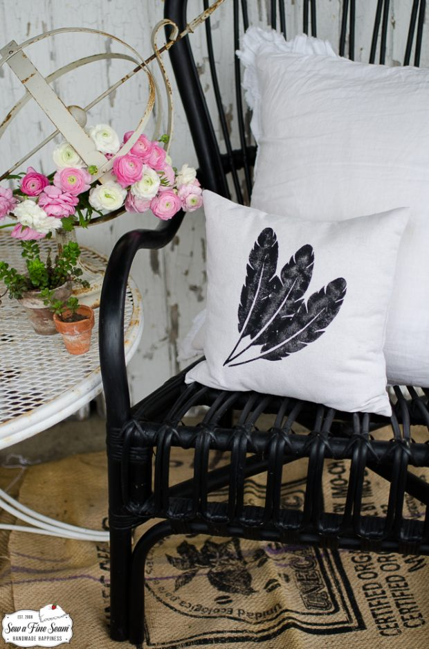 art-graphics-small-pillow-designs-2feathers