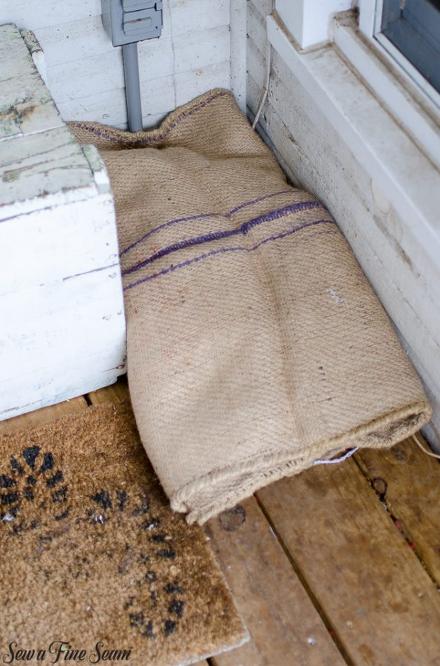 burlap-coffee-sacks-repurposed-cat-bed-and-rug-5