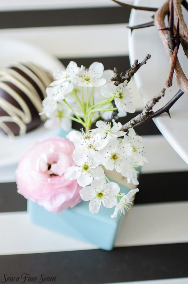 easter-tablescape-with-flowers-and-chocolates-14