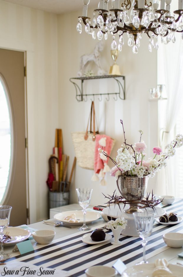 easter-tablescape-with-flowers-and-chocolates-15