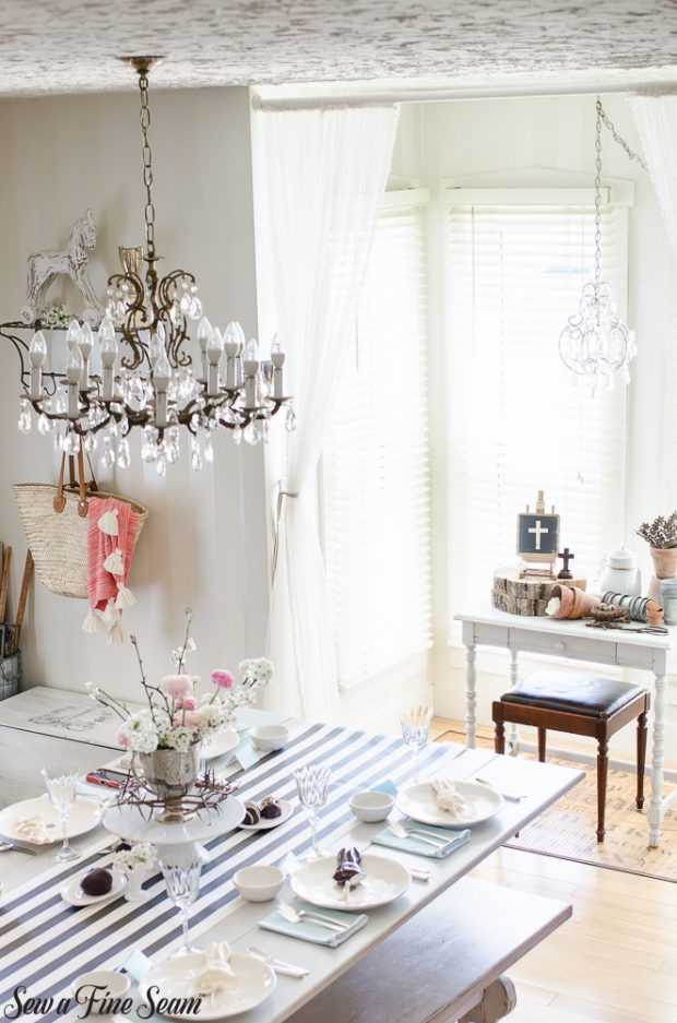easter-tablescape-with-flowers-and-chocolates-16