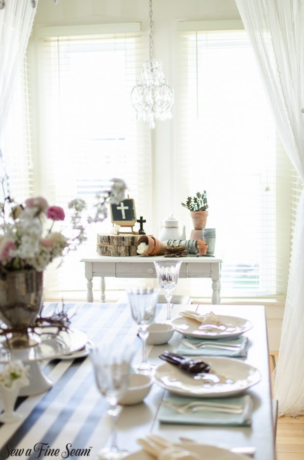 easter-tablescape-with-flowers-and-chocolates-25