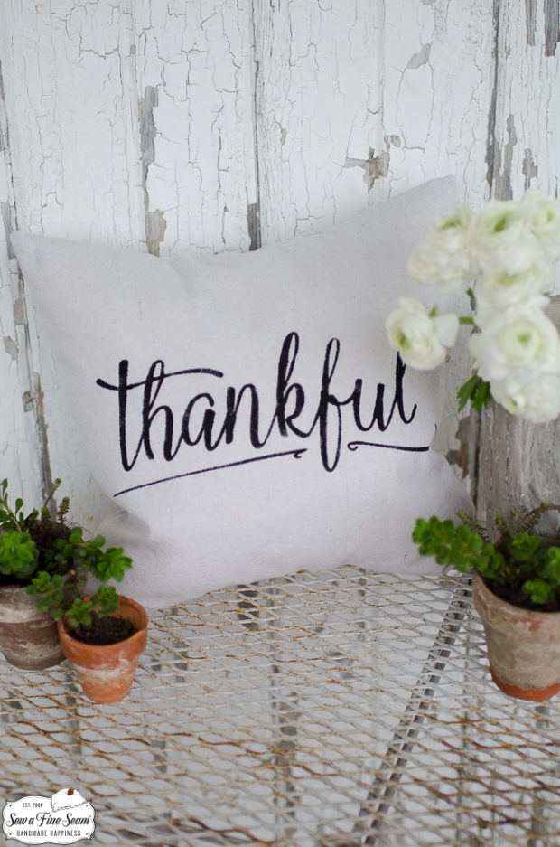 word-art-small-pillow-desigs-thankful