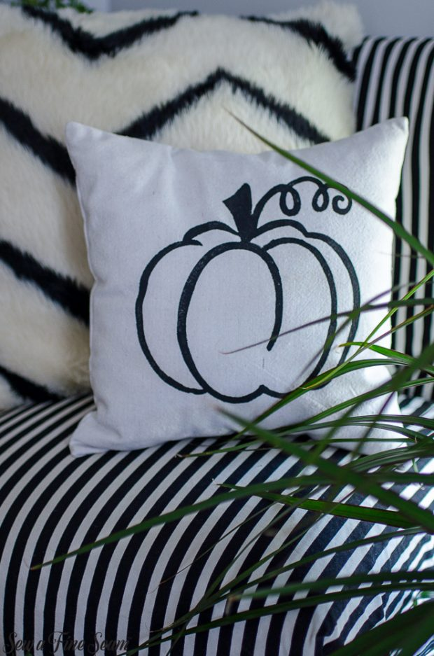 pumpkin-pillows-for-fall-17