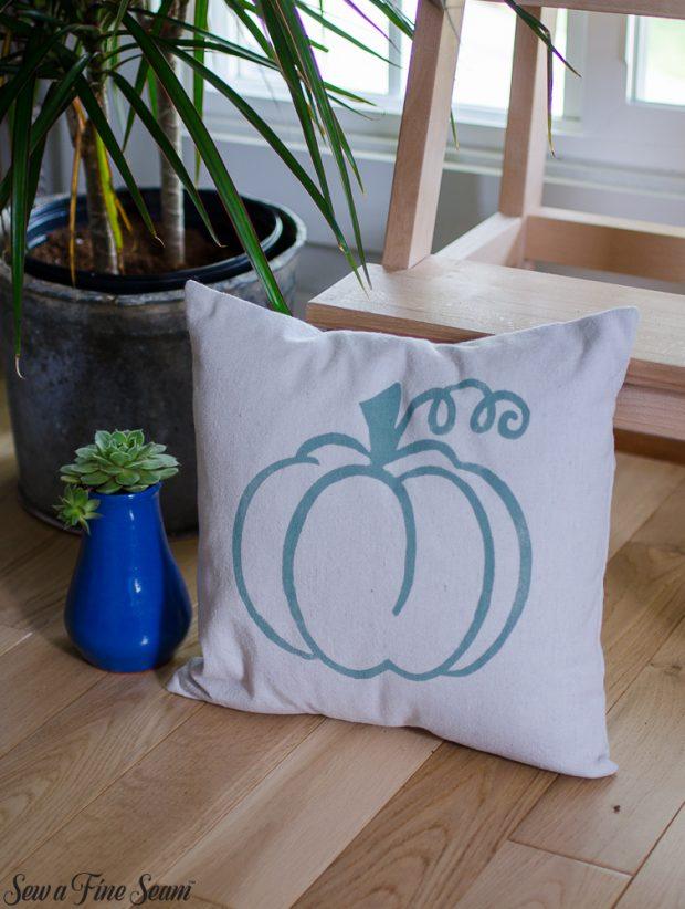 pumpkin-pillows-for-fall-18