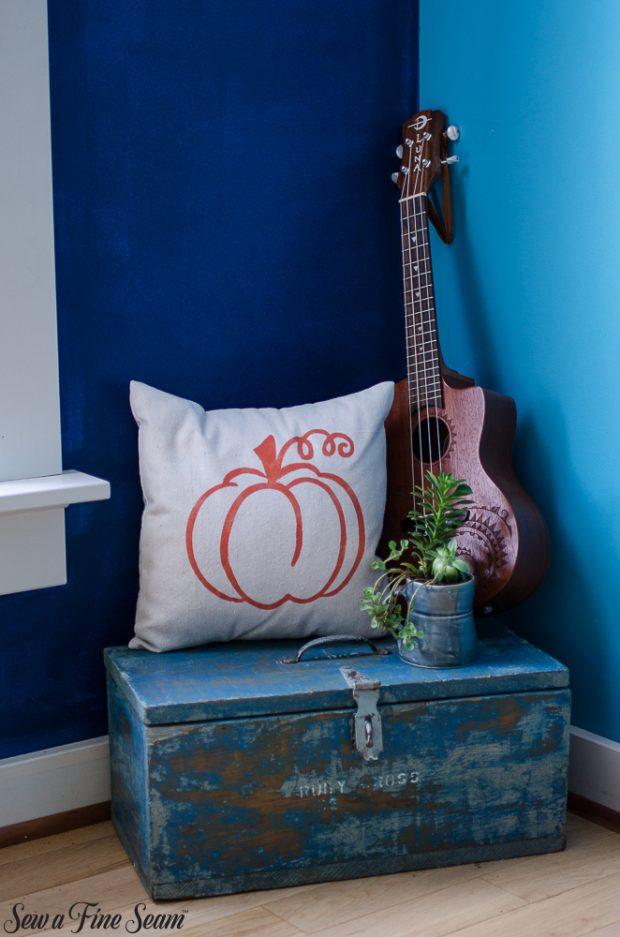pumpkin-pillows-for-fall-19