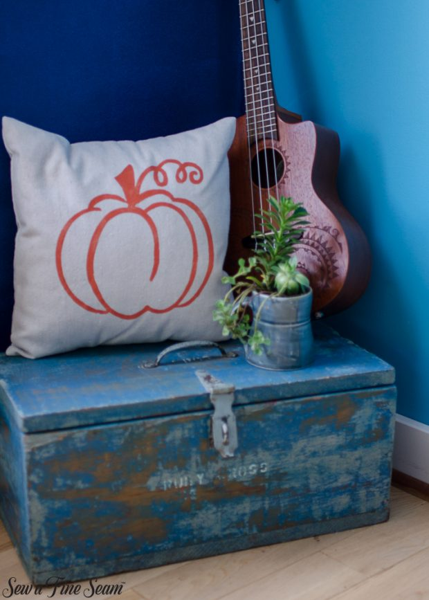 pumpkin-pillows-for-fall-20