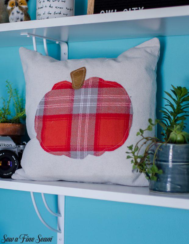 pumpkin-pillows-for-fall-28
