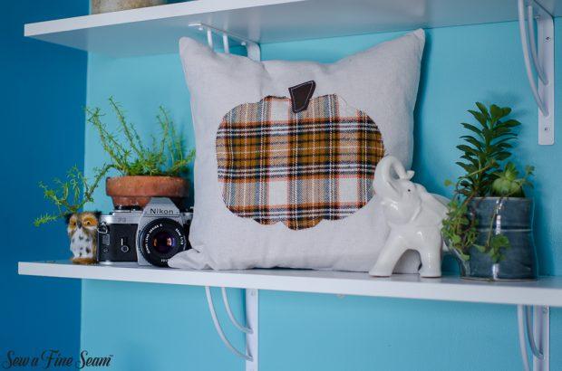 pumpkin-pillows-for-fall-29