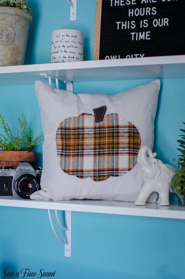 pumpkin-pillows-for-fall-30