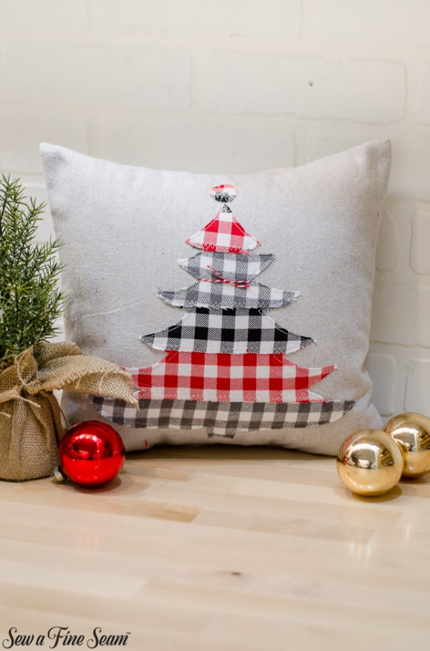 christmas-pillows-2018-black-friday-10