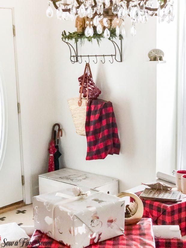 christmas dining-hooks-inside-front-door-2018