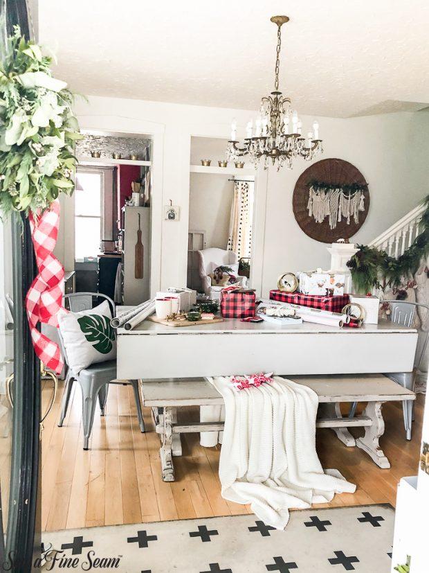 christmas-insidep-front-door-2018