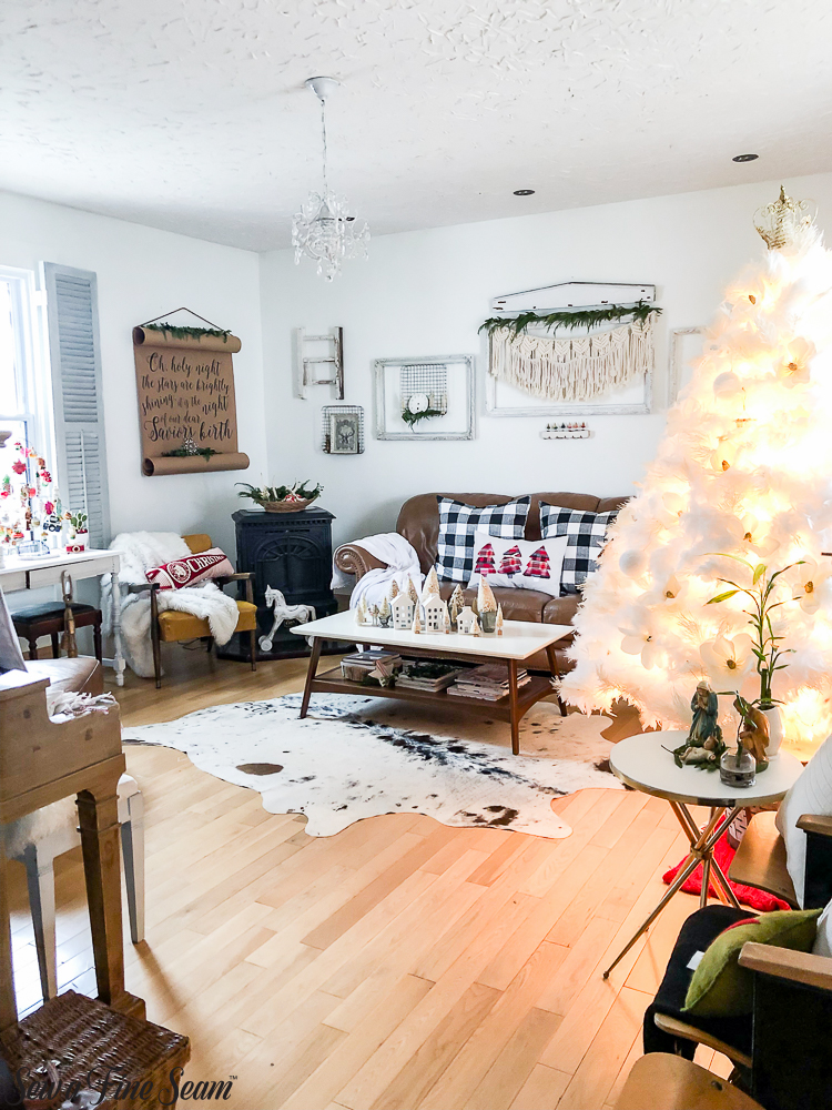 christmas-living-room-full-shot-2018