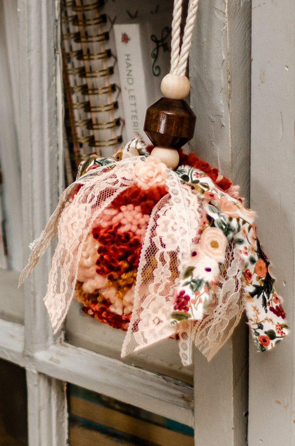 oversized-yarn-pom
